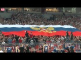 Сербы разворачивают флаг России и поют